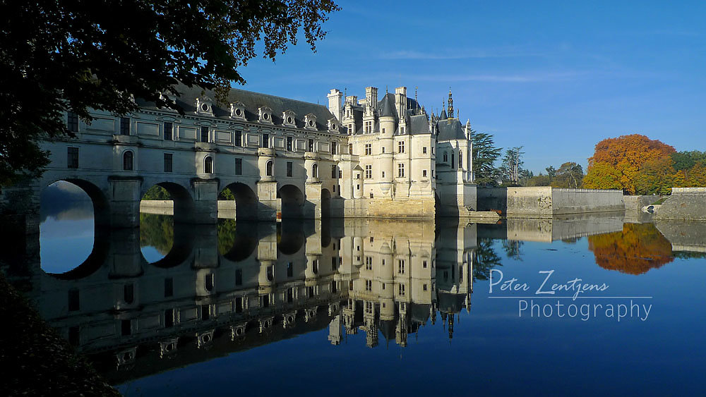 Chenonceau castle in autumn